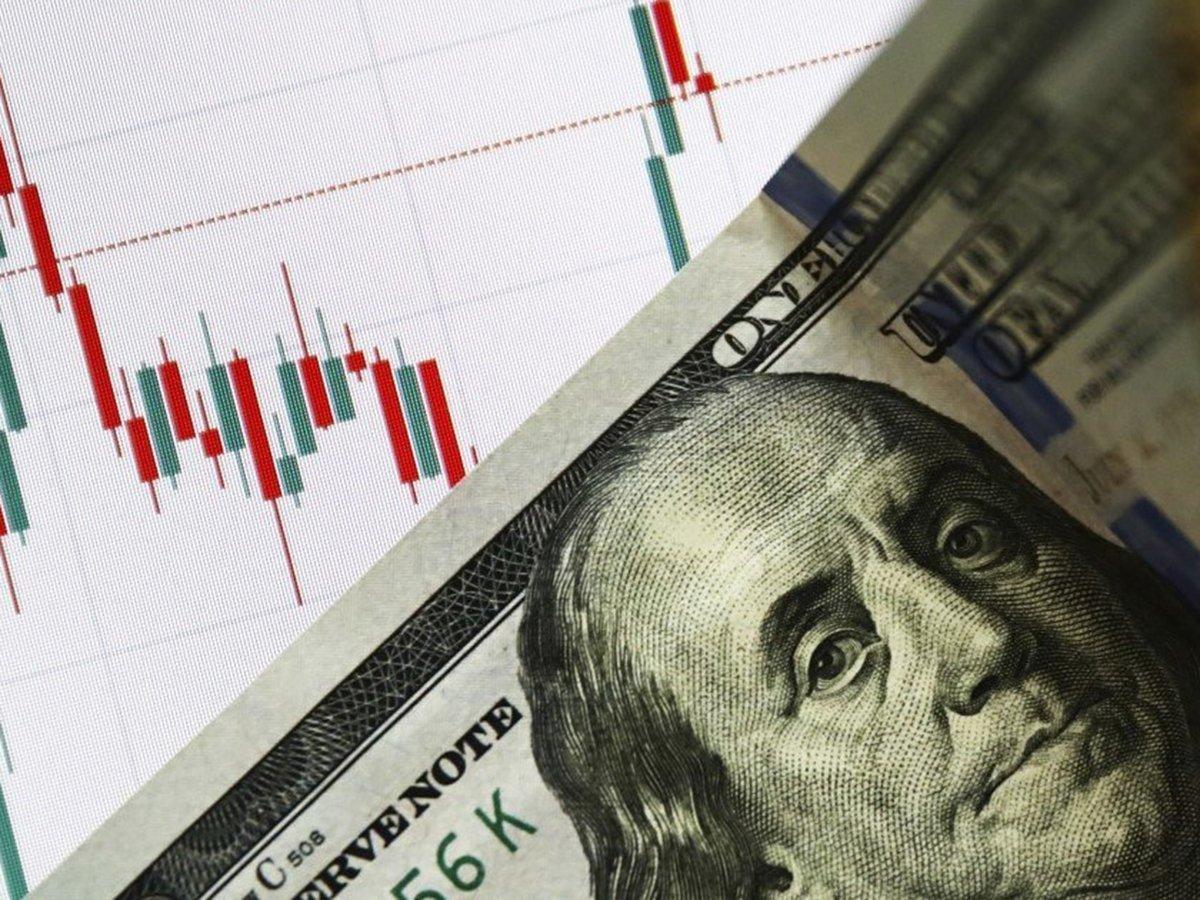 Курс рубля резко упал после обвала цен на нефть