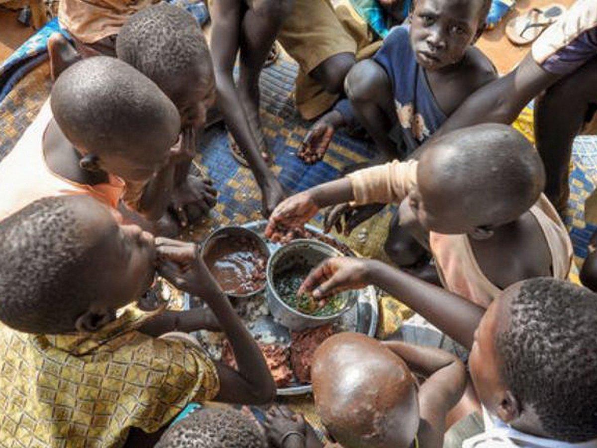 """ООН предупредила об угрозе голода """"библейских масштабов"""" из-за пандемии в ближайшие месяцы"""