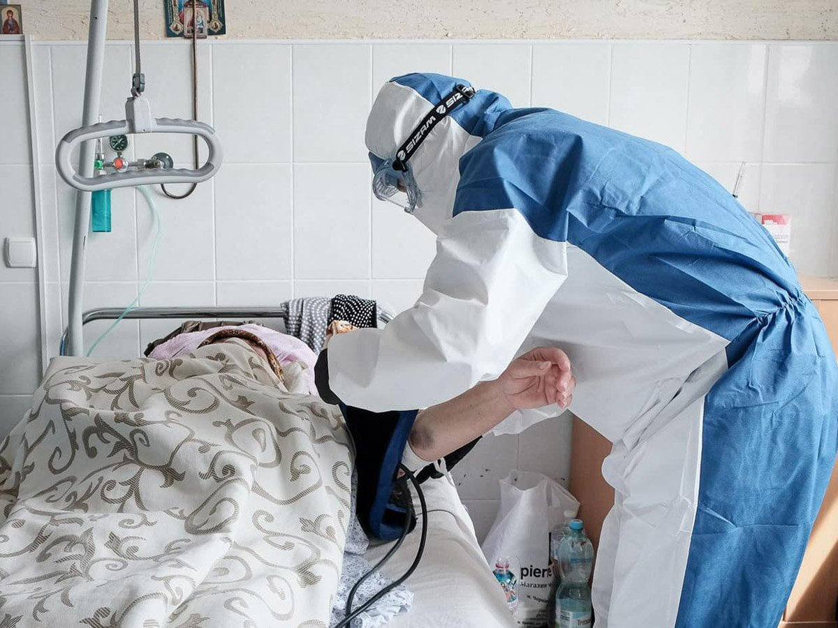 Иммунолог назвал причину необъяснимо тяжелых случаев COVID-19