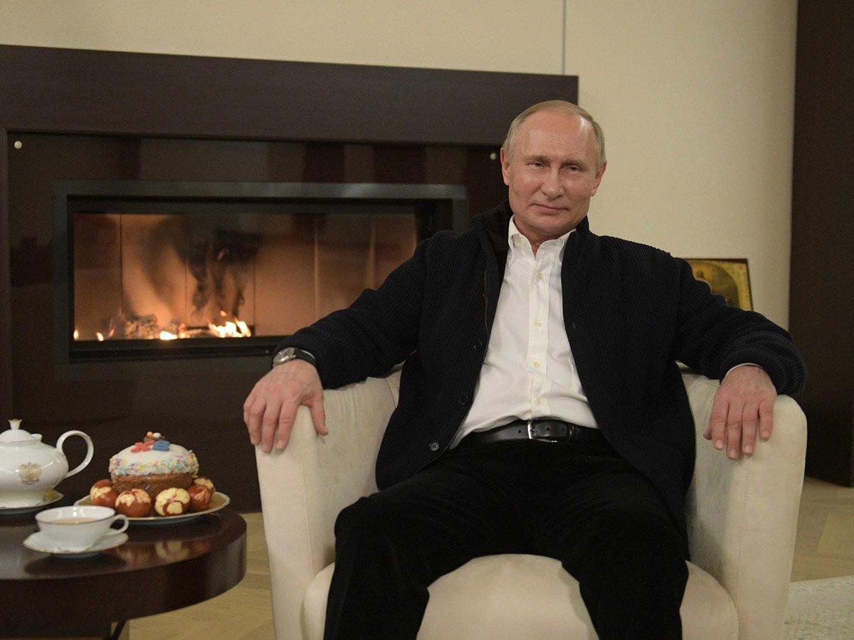 «Все будет хорошо с божьей помощью»: Путин поздравил верующих с Пасхой, напомнив о COVID-19