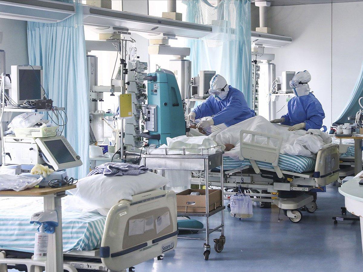 СМИ: около 50 сотрудников Мариинской больницы в Петербурге заразились коронавирусом