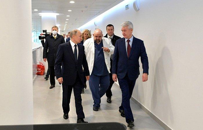 Путин и Собянин приехали в Коммунарку и встретились с Денисом Проценко