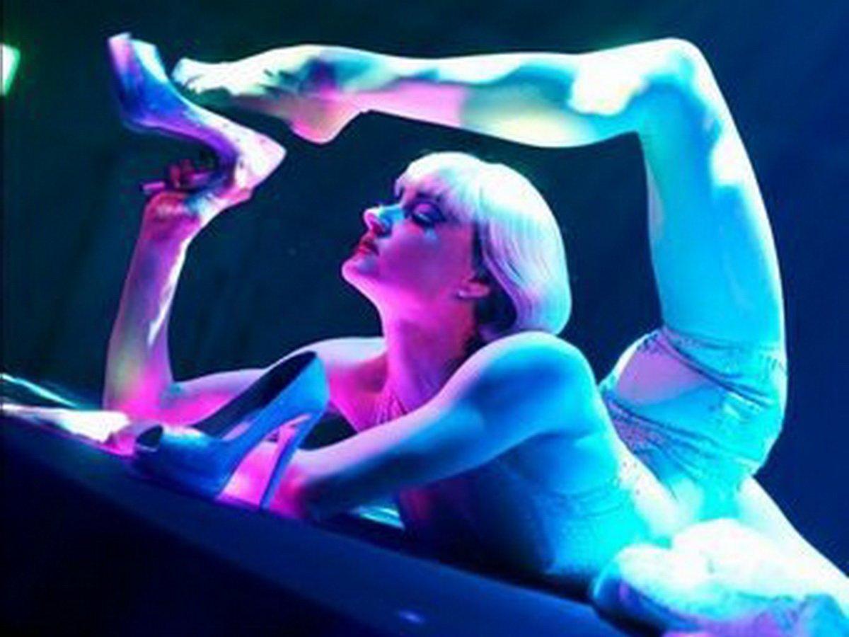 Артистка «Цирка дю Солей» показала, как занимается спортом во время карантина