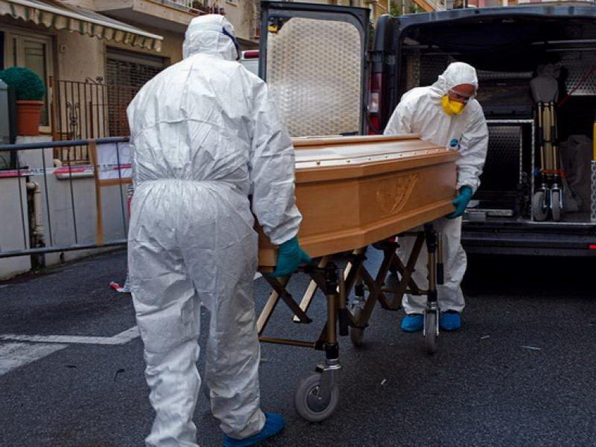 Шесть человек умерли от коронавируса после посещения похорон
