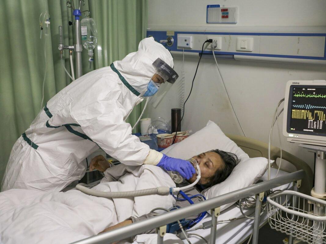 СМИ сравнили симптомы умерших и выживших жертв COVID-19