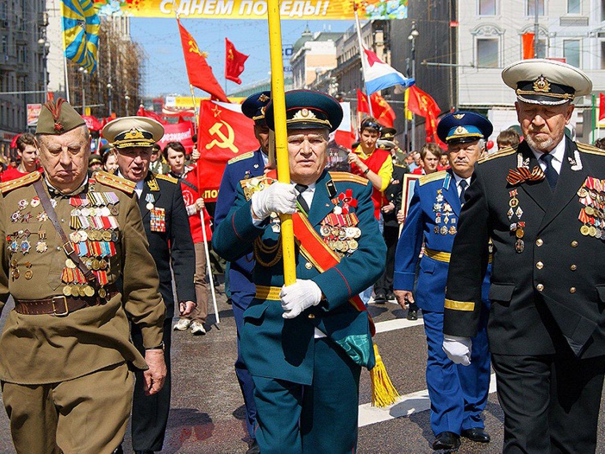 СМИ: Кремль перенесет парад 9 Мая