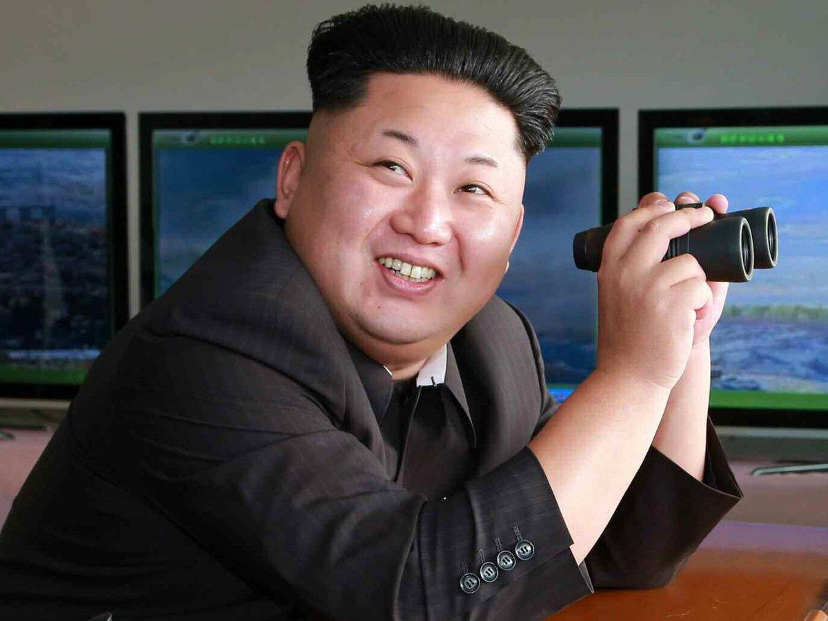 """СМИ: Ким Чен Ын кутил  в бронепоезде с девственницами из """"бригады удовольствий"""""""