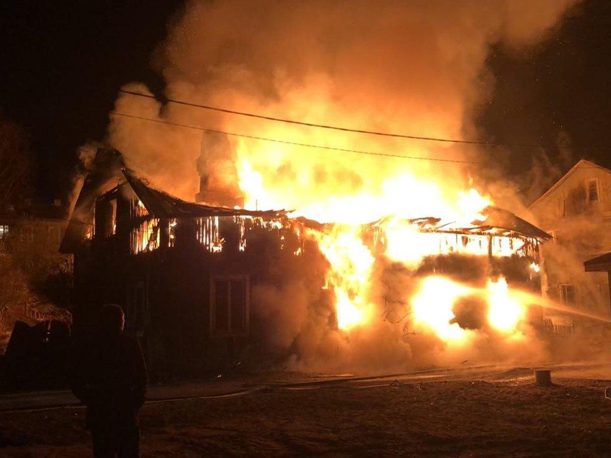 При страшном пожаре в Ленобласти погибли 6 детей и двое взрослых