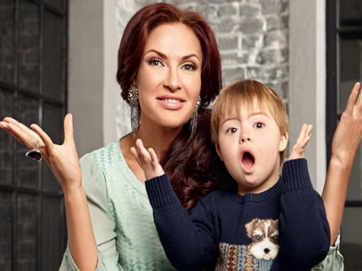 Эвелина Бледанс с сыном приняли участие в челлендже с переодеваниями
