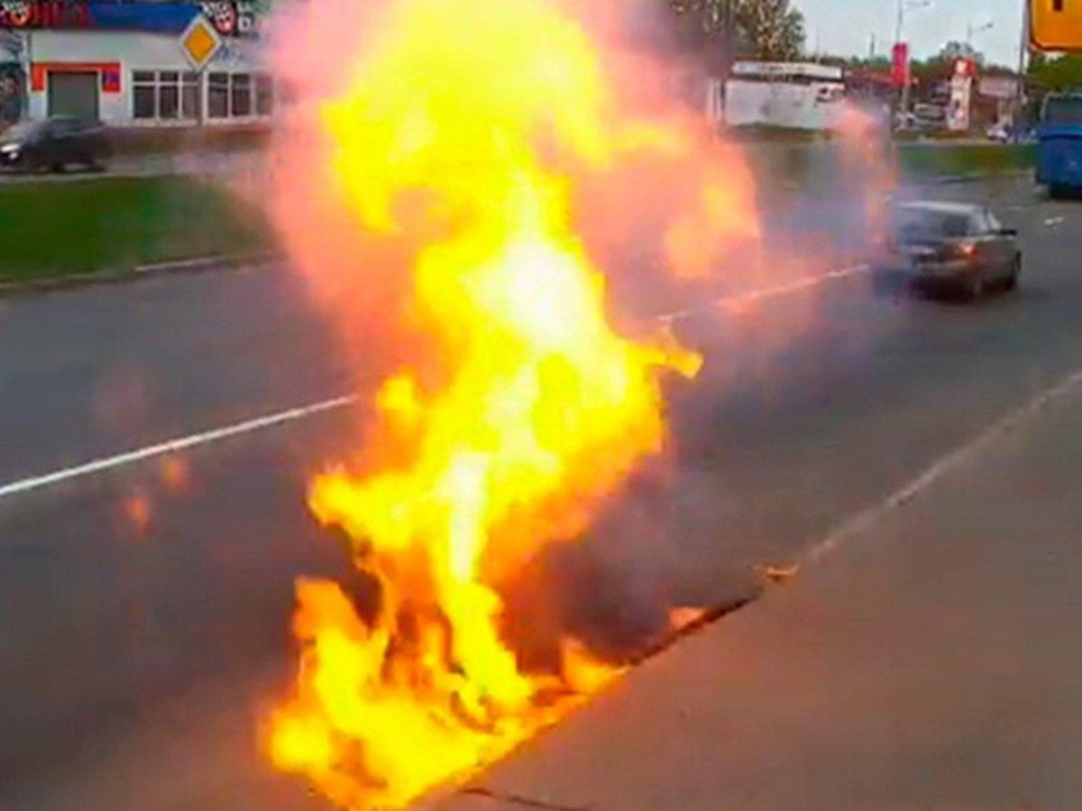 В Петербурге из-под асфальта вырвались языки пламени