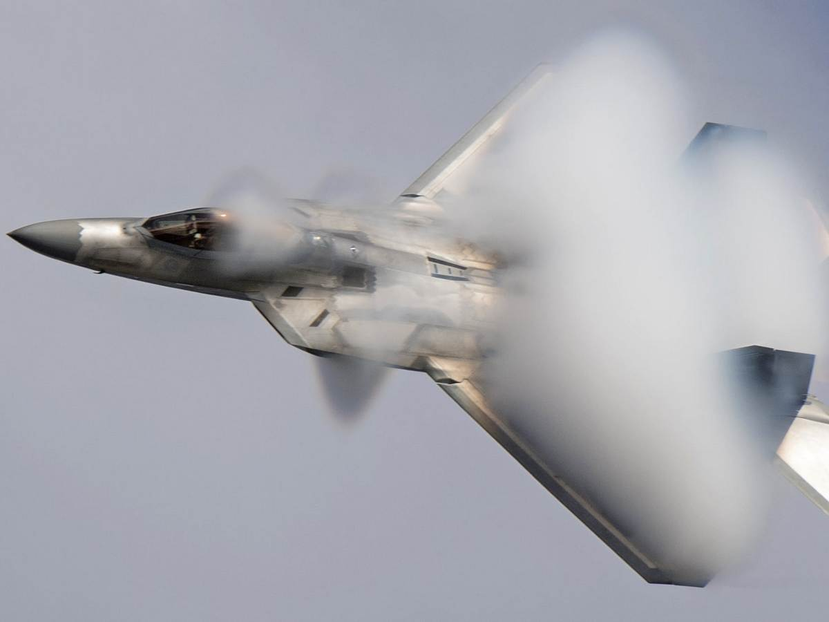 Момент крушения американского истребителя истребителя попал на видео
