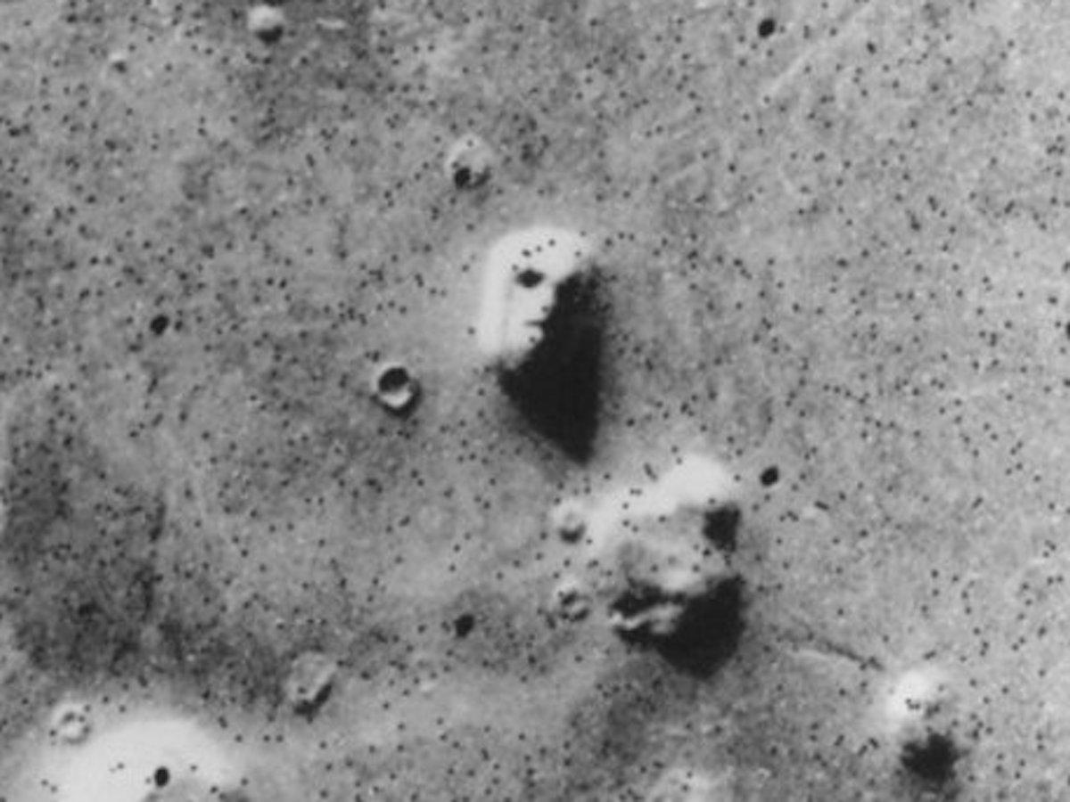 """Ложки"" и ""человеческие кости"" – находки на поверхности Марса"