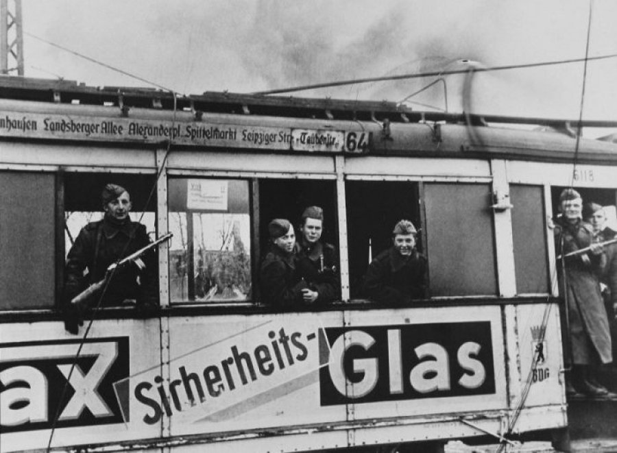 Наша победа: уникальные фотографии 9 мая в Берлине