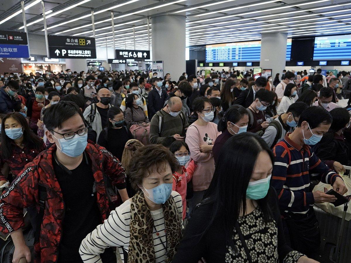 В Китае закрывают город из-за COVID-19