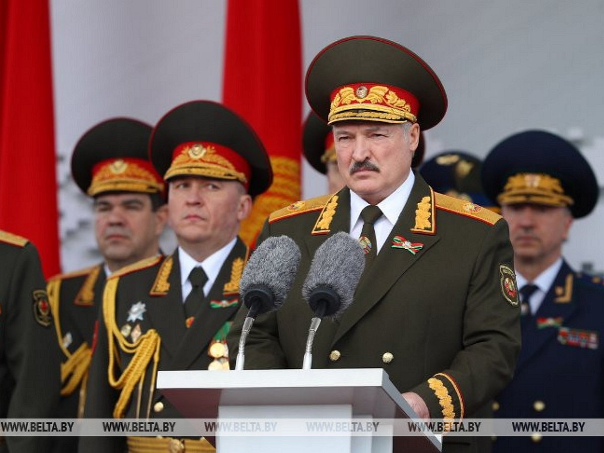 Лукашенко провел Парад Победы несмотря на коронавирус