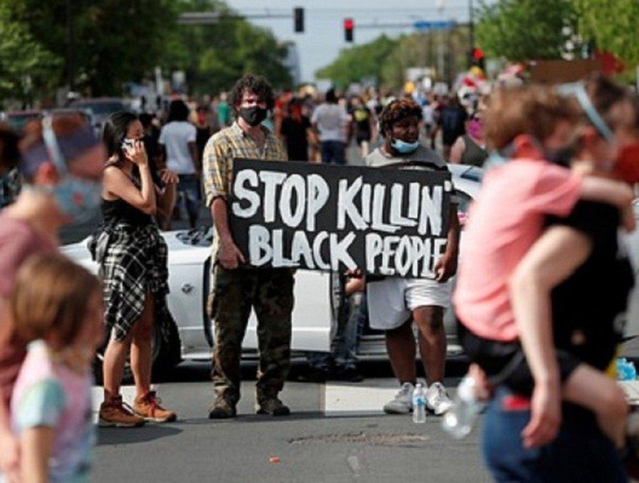 Жестокое задержание и гибель афроамериканца в США привели к бунтам