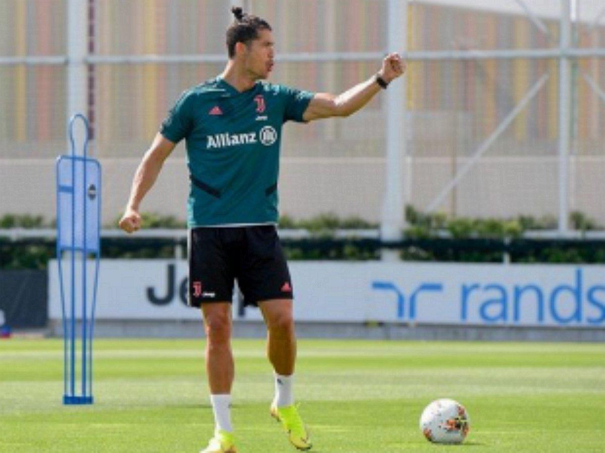 Роналду получил вызов от Ростова за трюк с баскетбольным кольцом