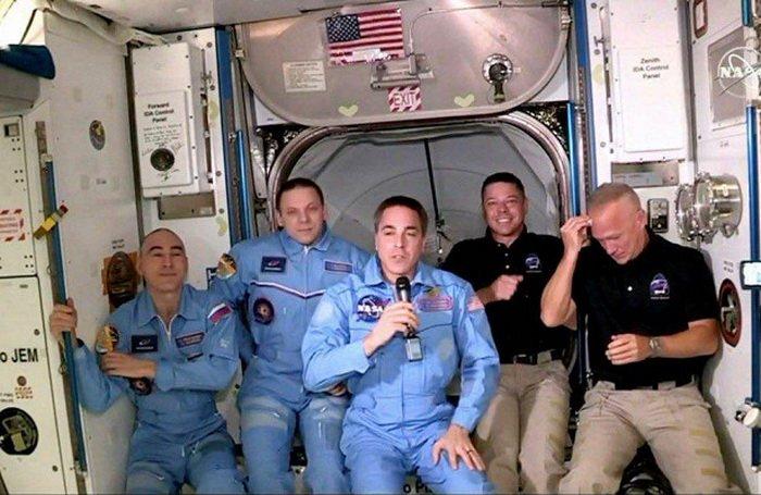 Астроавт NASA Дуглас Херли стукнулся лбом