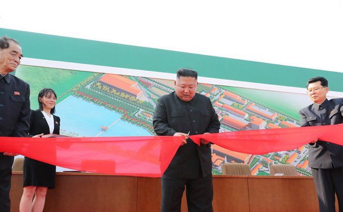 Ким Чен Ын появился на публике после слухов о его смерти