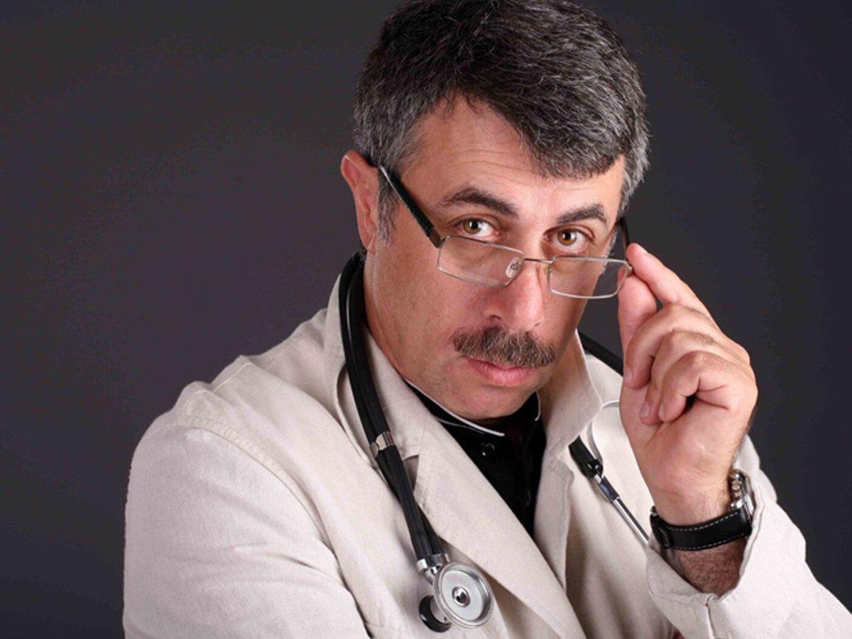 Доктор Комаровский назвал маразмом решение властей обязать всех носить перчатки