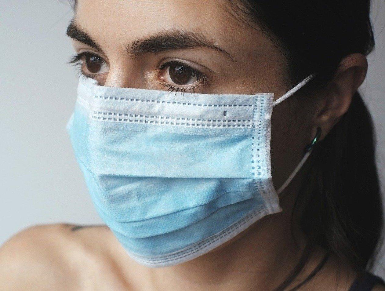 Названы люди, которым запрещено носить маску