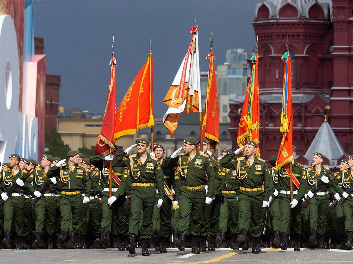 Парад Победы могут провести в один день с голосованием по Конституции