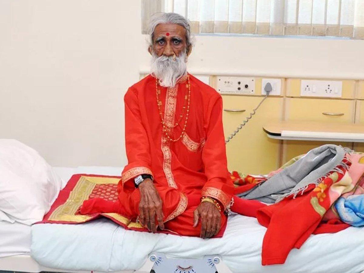 Умер индийский йог Прахлад Джани