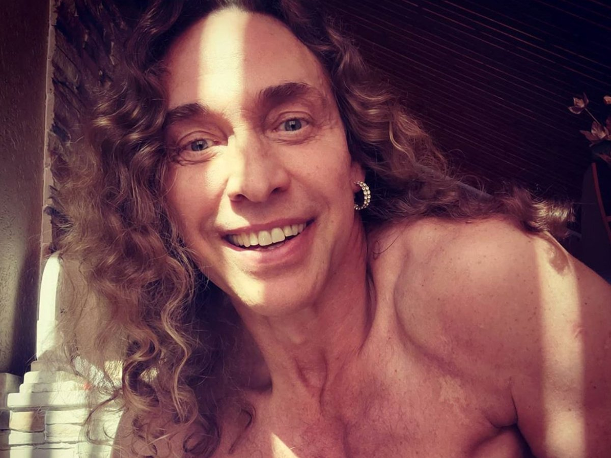 Тарзан призвал помогать артистам вместо пенсионеров