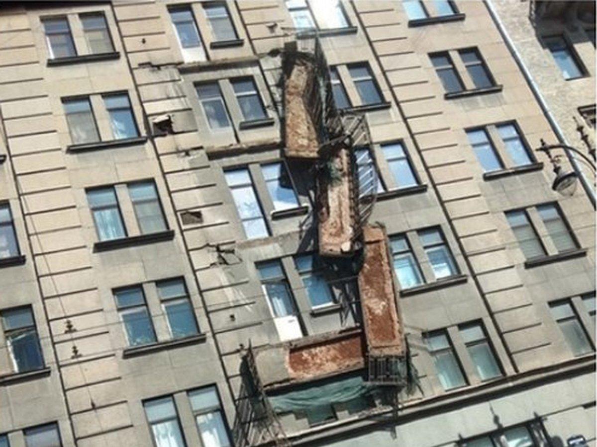 Балконы в Петербурге обрушились