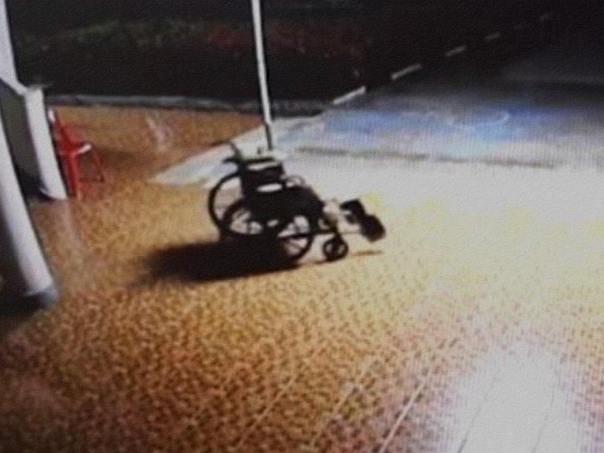 призрак в инвалидной коляске
