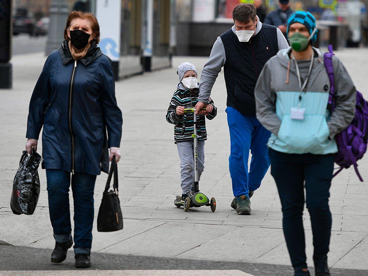 Москвичей обязали носить маски и перчатки