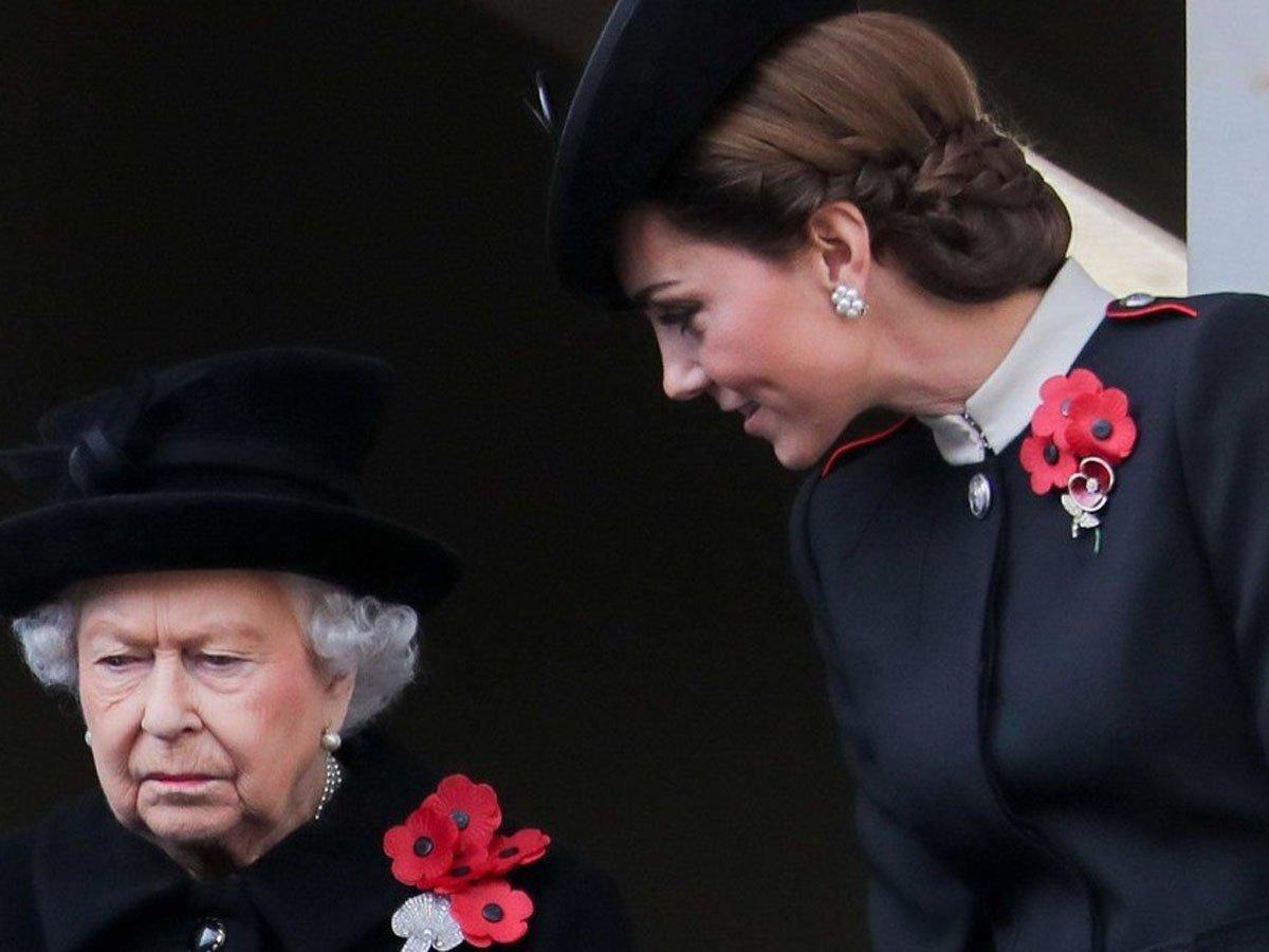 СМИ: Елизавета II запретила Кейт Миддлтон рожать из-за Меган Маркл