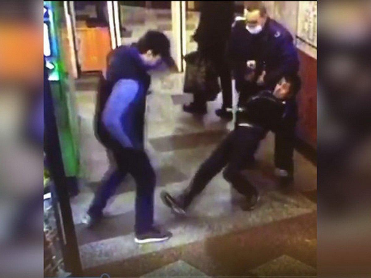 драка в метро из-за маски