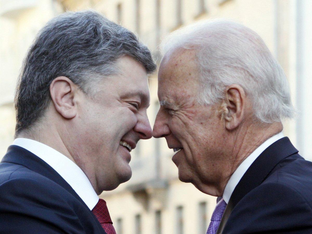 Опубликована запись разговора о взятке Порошенко и Байдена