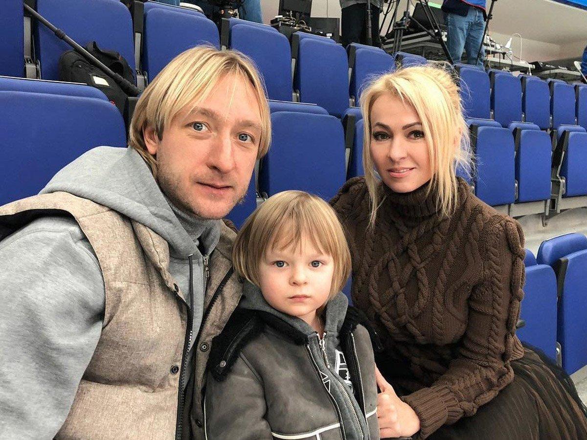 """""""Я что, вам дурачок?"""": семья  Плющенко гневно ответила на гадости в адрес сына"""