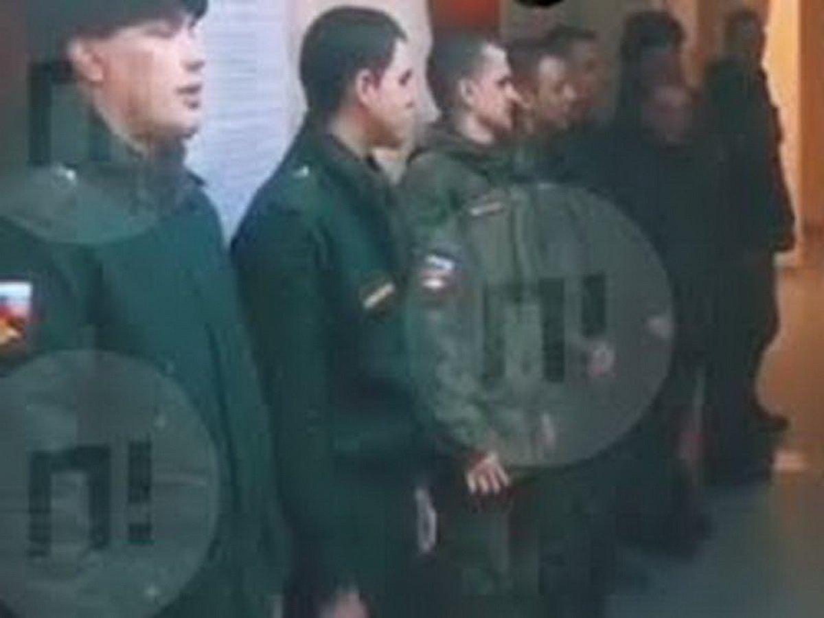 Солдаты из Чечни заставили скандировать сослуживцев