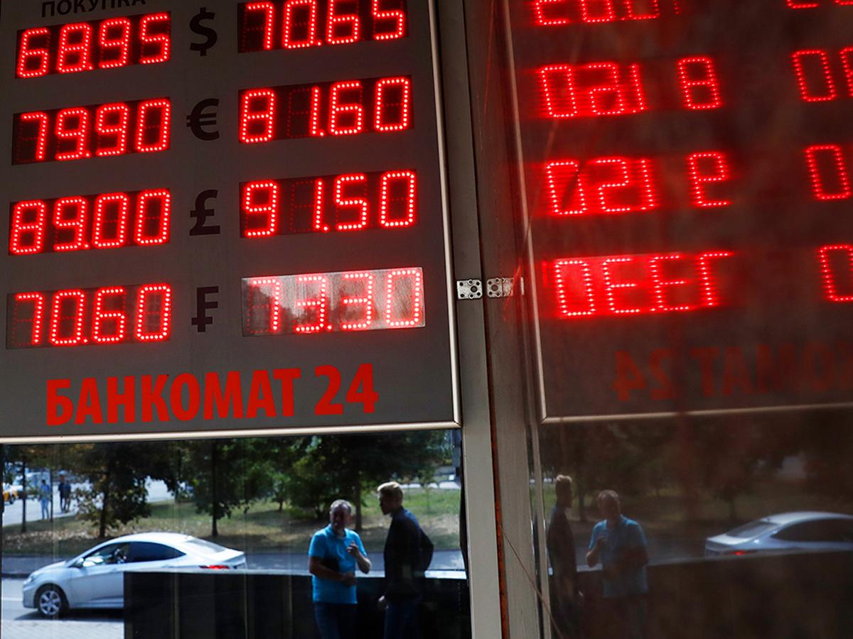 Рубль проигнорировал снижение ставки ЦБ