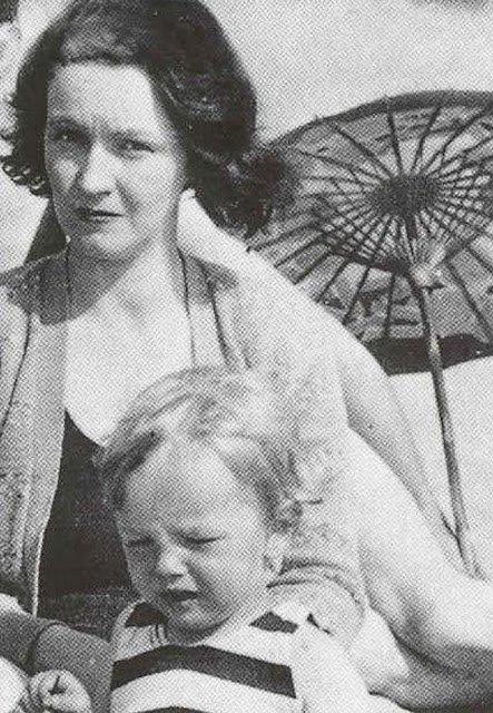Редкие снимки маленькой Нормы Джин еще до того, как она стала Мэрилин Монро