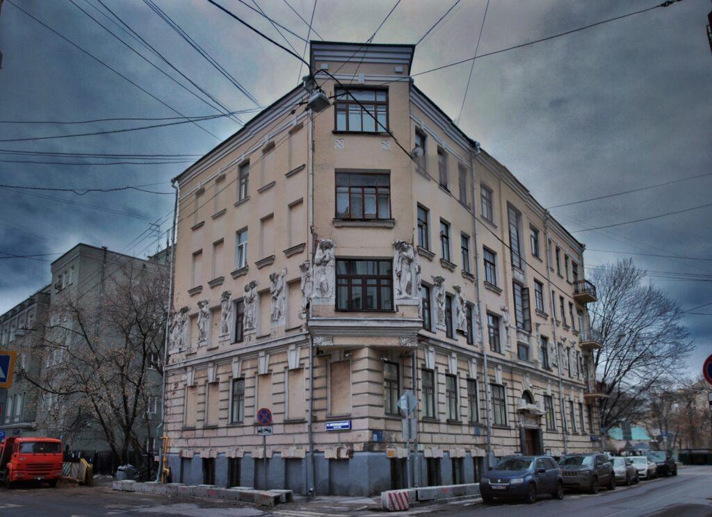 СМИ: Ефремов владеет квартирами и виллой на полмиллиарда