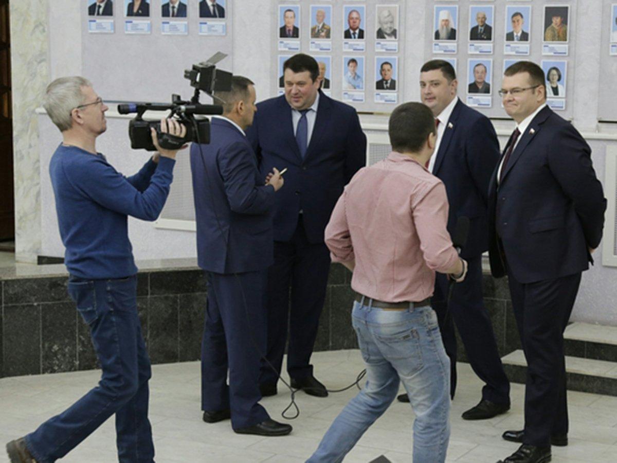 В Саратове депутаты подрались из-за бутылки воды