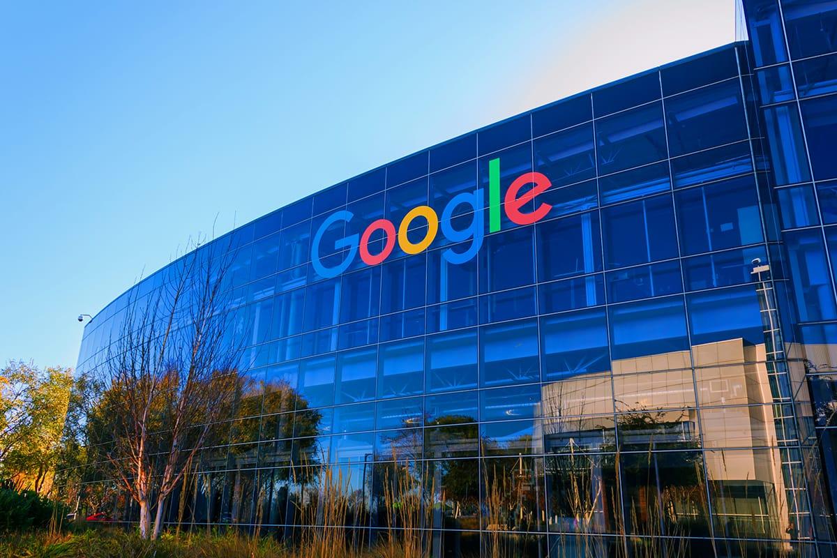 Гугл требуют заплатить за слежку за пользователями