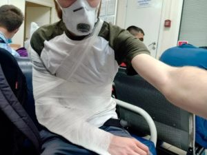 Журналисту сломали руку на избирательном участке в Петербурге
