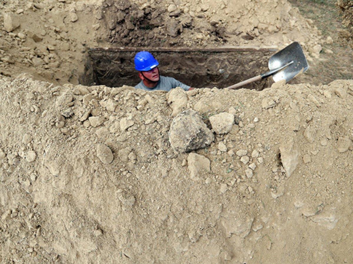 Конкурс на скоростное копание могил