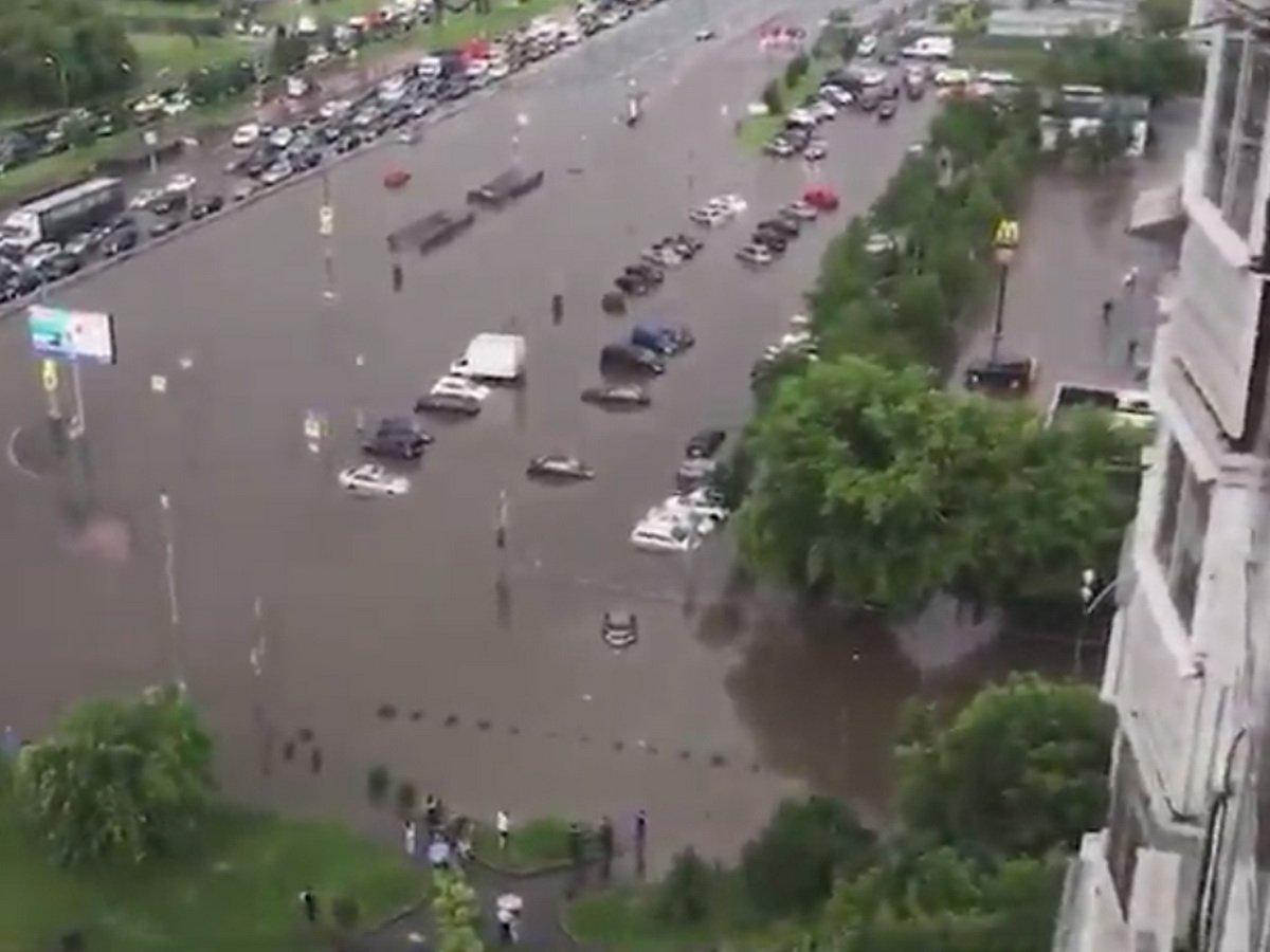 Ливень затопил Варшавское шоссе на юге Москвы