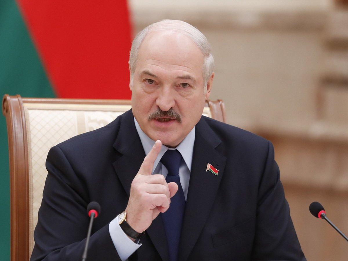 Лукашенко поручил провести проверки по увольнению белорусов