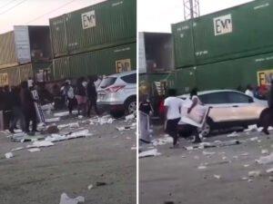 В США протестующие ограбили поезд