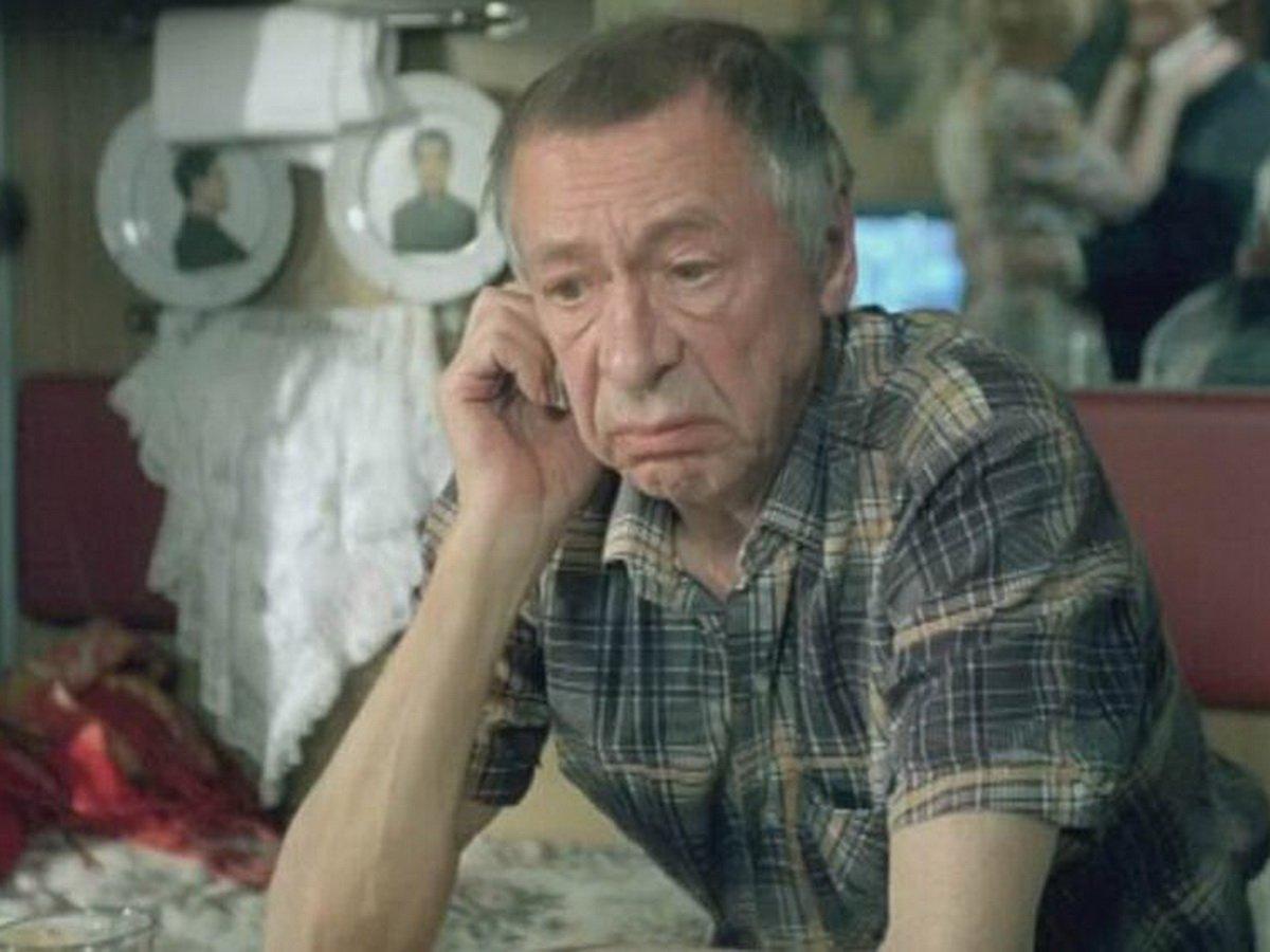 Олег Ефремов пьяный бил машины