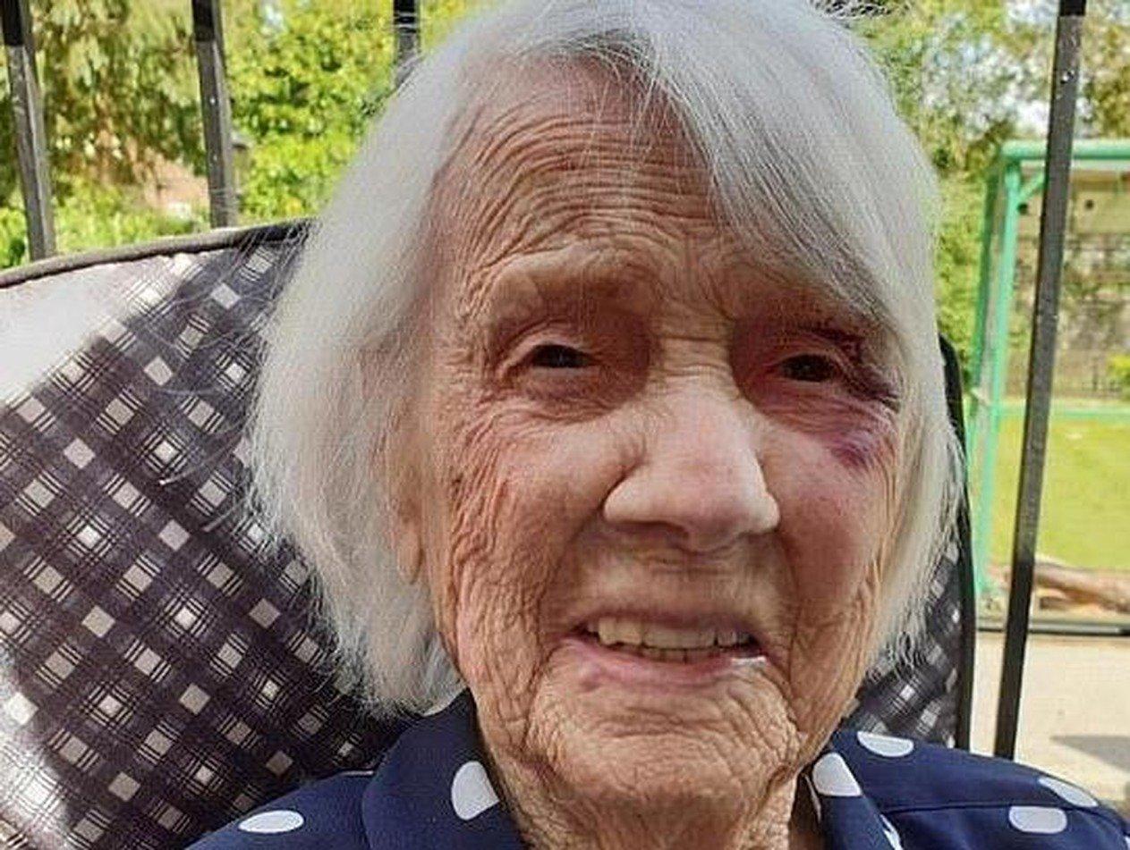 104-летняя старушка раскрыла свой секрет спасения от COVID-19
