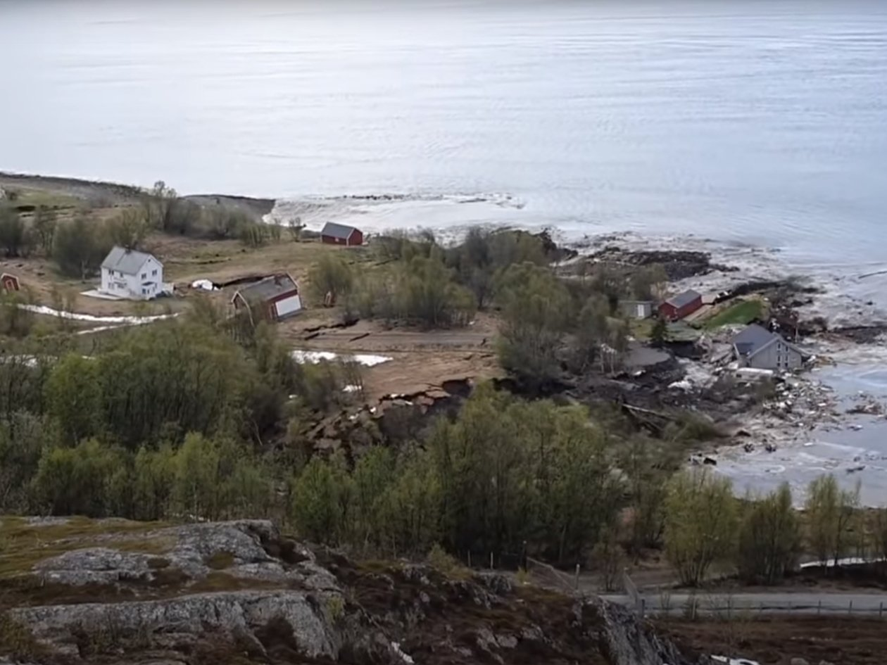 Поселок унесло в море