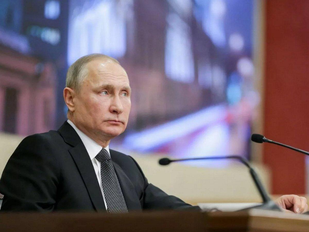 Путин поручил увеличить пособие по безработице